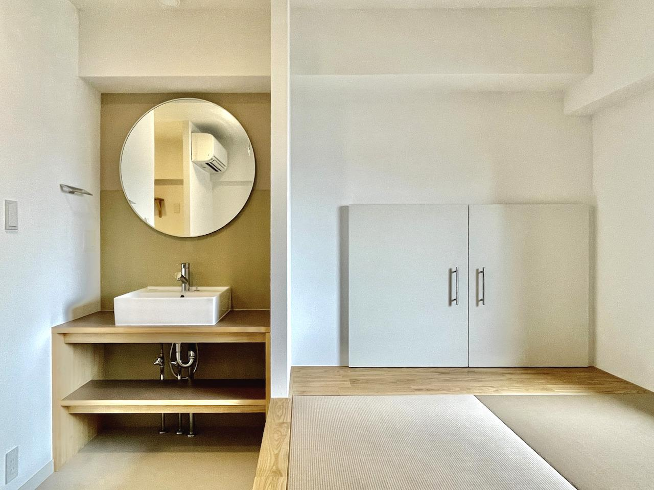 洗面所の丸い鏡が可愛い。