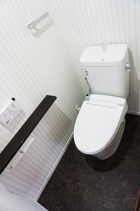 ゆったりしたトイレ。清潔感も文句なし。