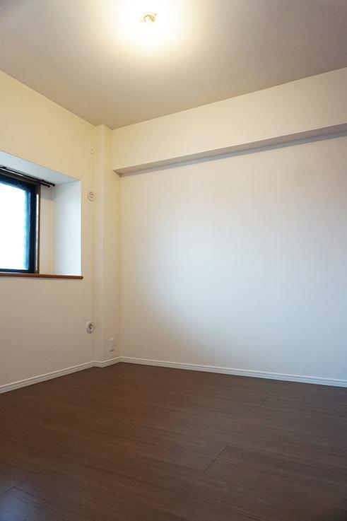 玄関横のコンパクトなお部屋。4.5帖ですが、こちらにもウォークインクローゼットついています。