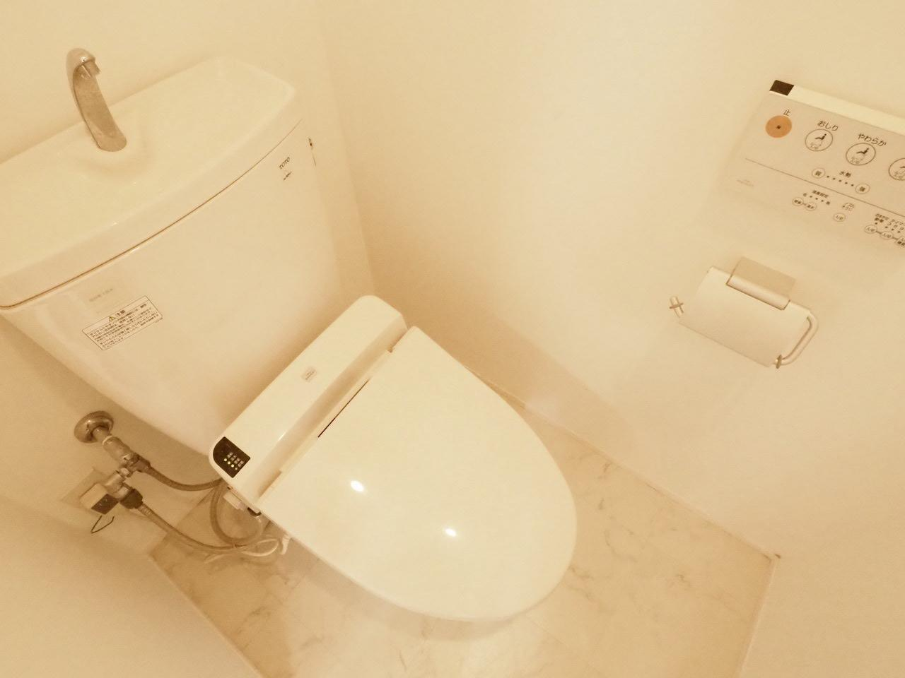 温水洗浄器付便座付いてます