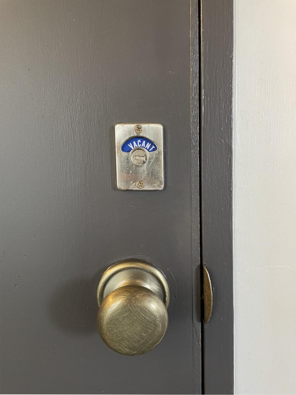 トイレの鍵が可愛い。