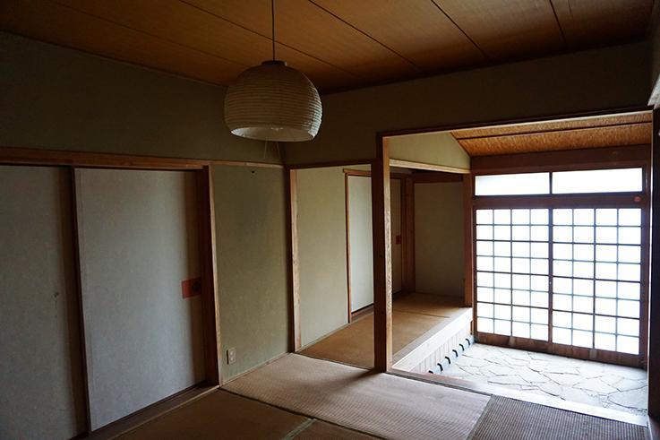 広い玄関。庄屋ならではの作りですね。