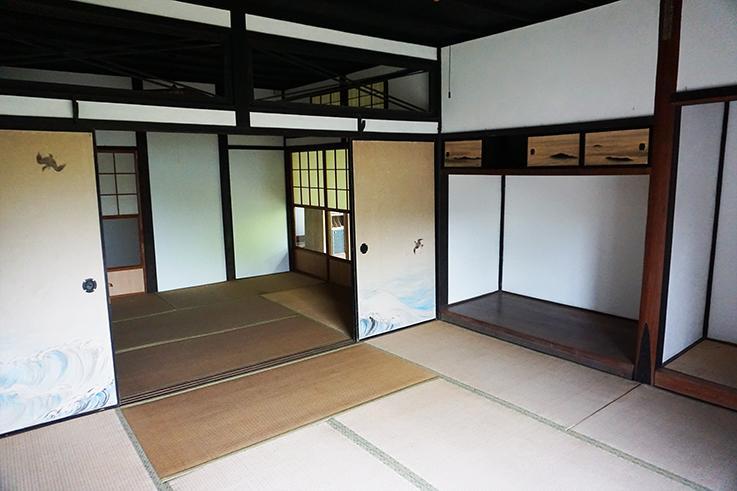 玄関横の畳の間。畳を変えるだけで雰囲気一変しそう。
