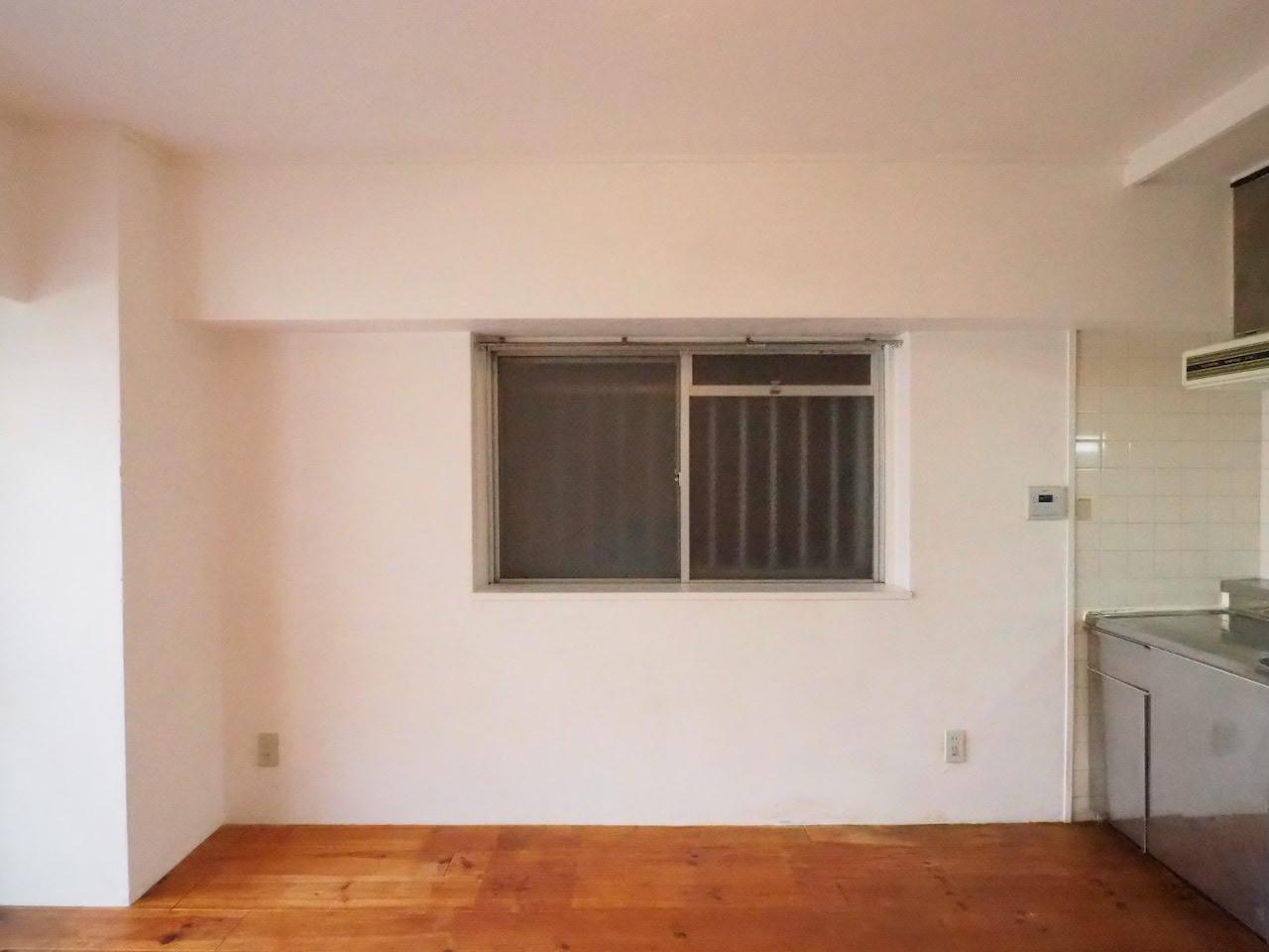 窓もありますが、お隣さんとピッタンコです。