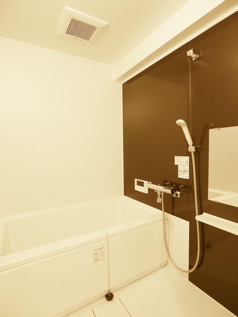 バスルームも広めの仕様。