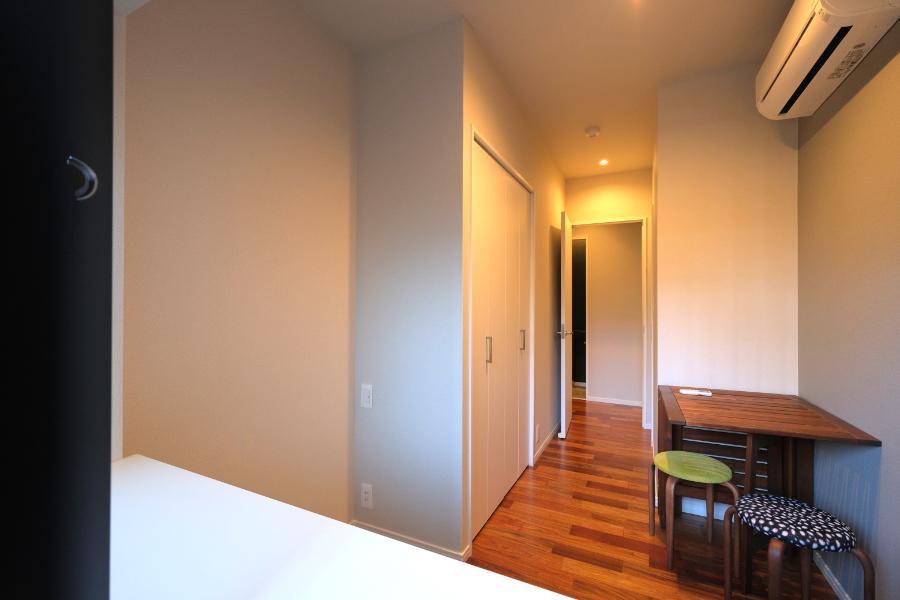 玄関側の個室。画角的に手前が隠れてますので、実際はもう少し広い。