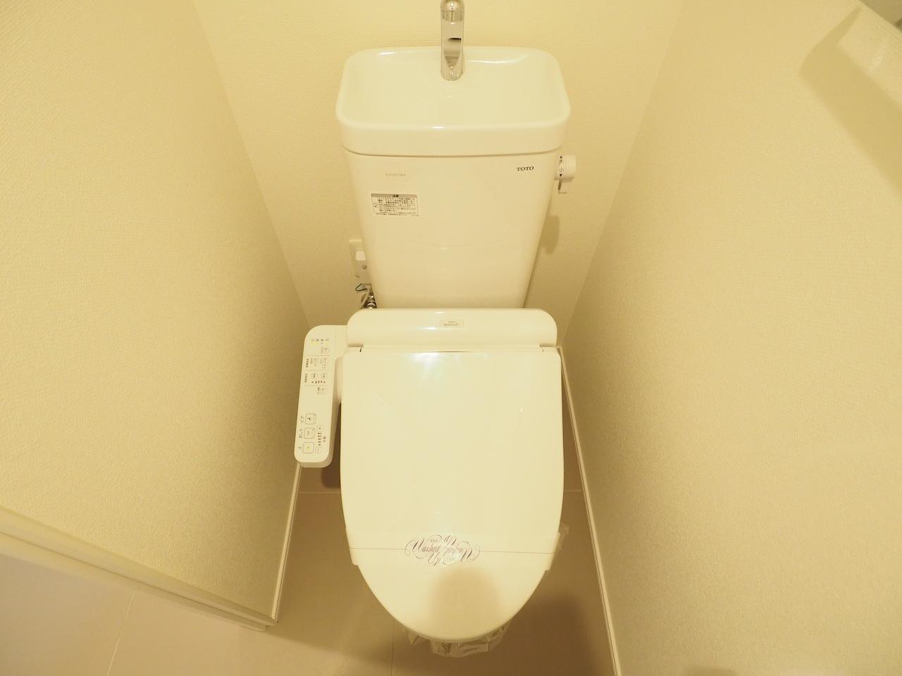 温水洗浄付き便座。