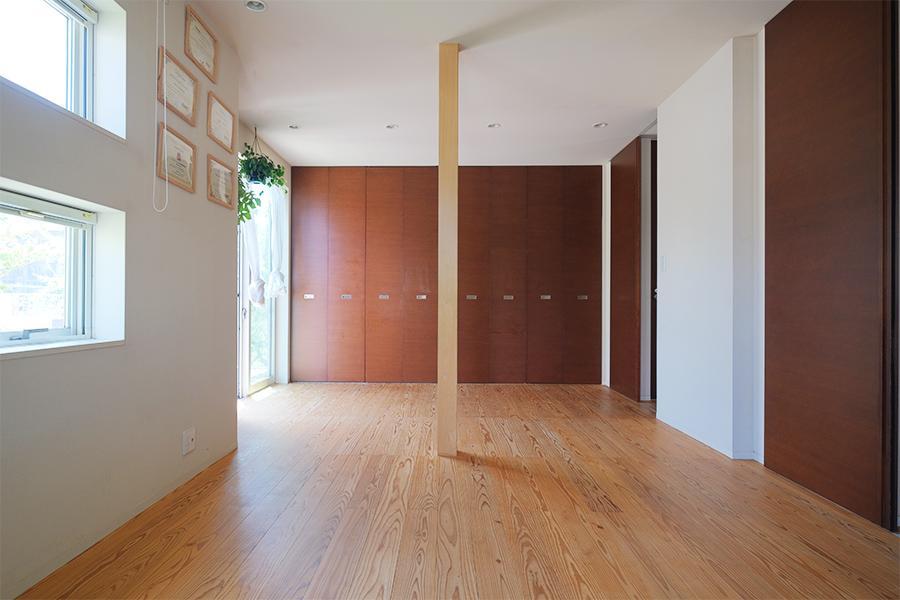 1階の個室。半分で割って部屋数を増やすのもありかも。