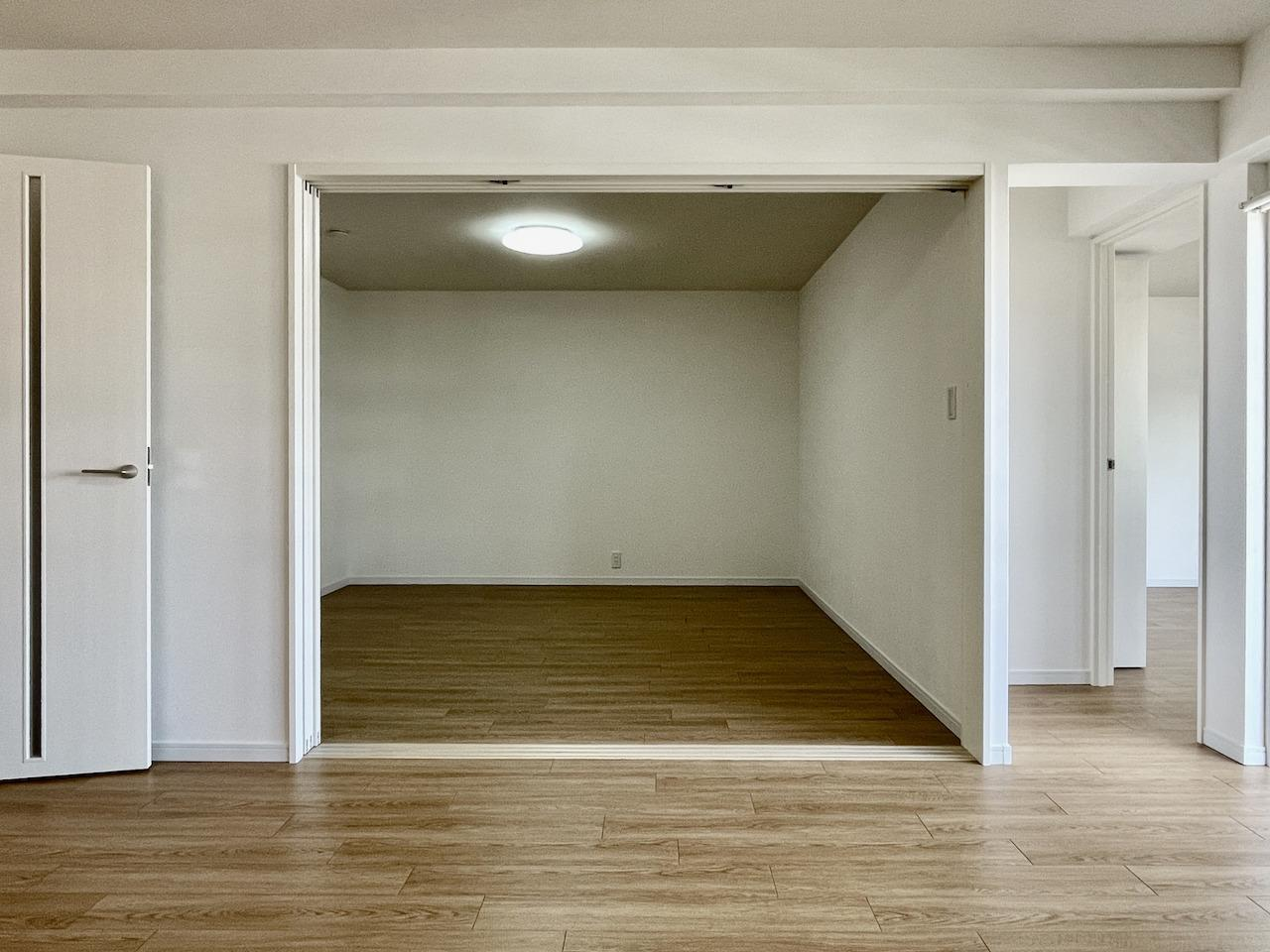 奥の洋室とLDKは仕切ることが可能。