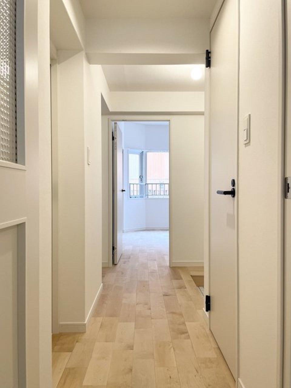 もちろん廊下もびっちり無垢です。