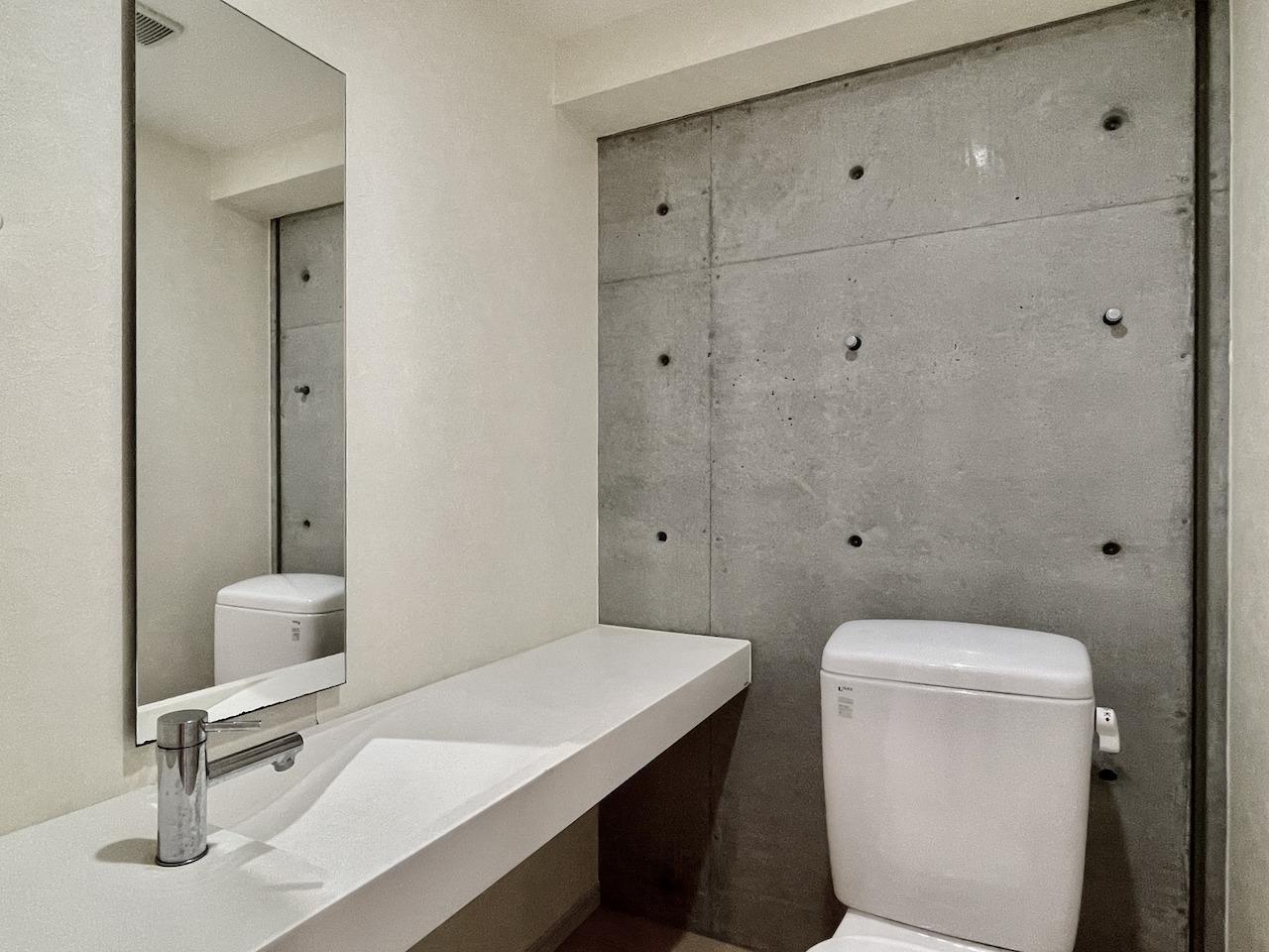 トイレにも専用手洗い場。