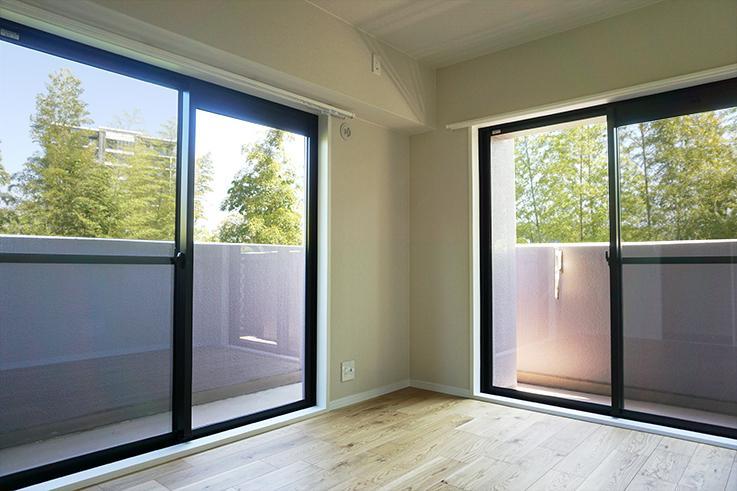 南東のお部屋6.1畳。窓が二方向にあるので開放感があります。