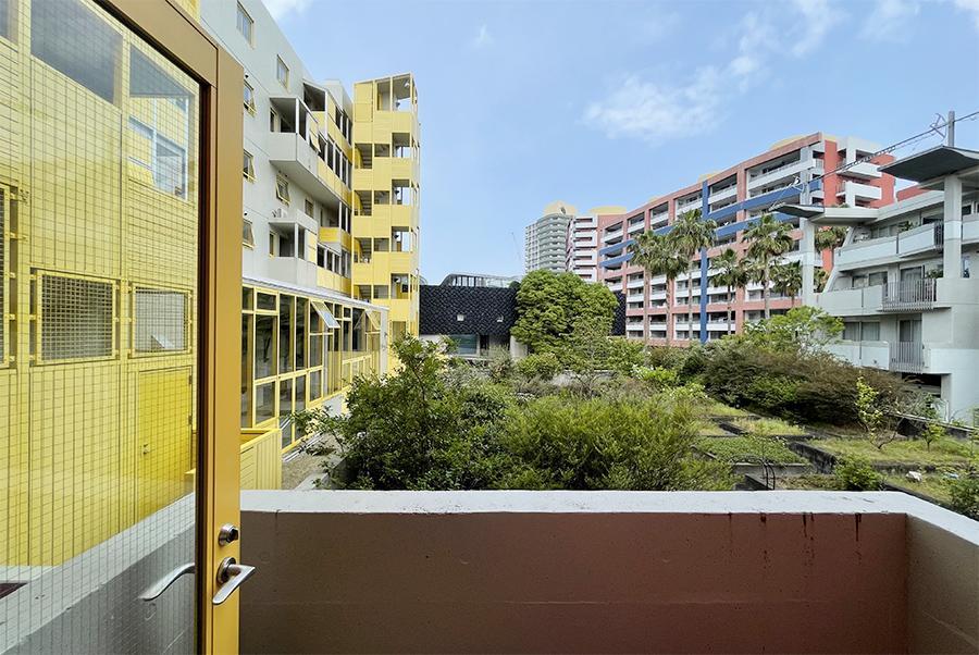 個性的な建物群と、緑を拝める眺望。