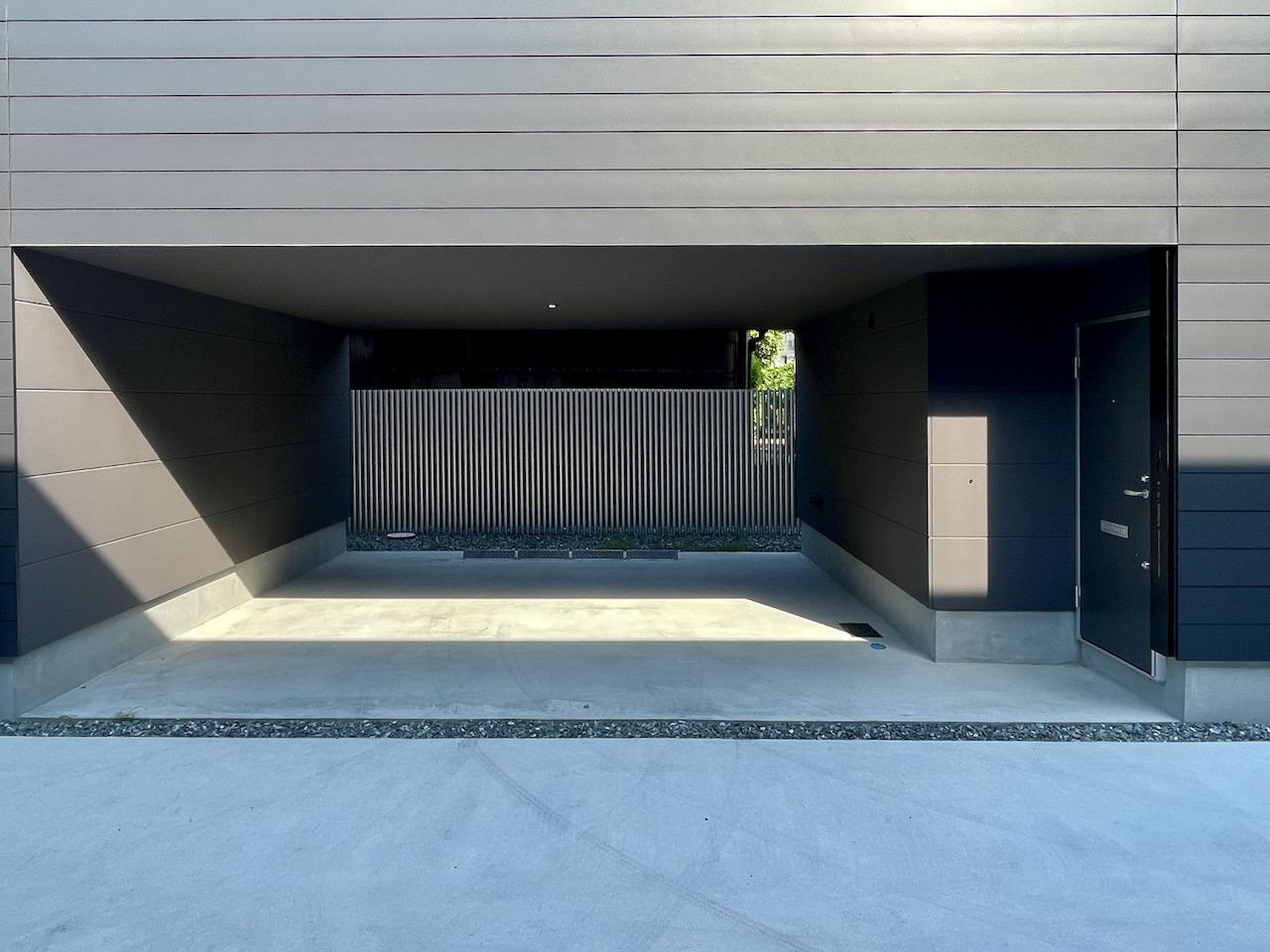 2台駐車可能なガレージ。