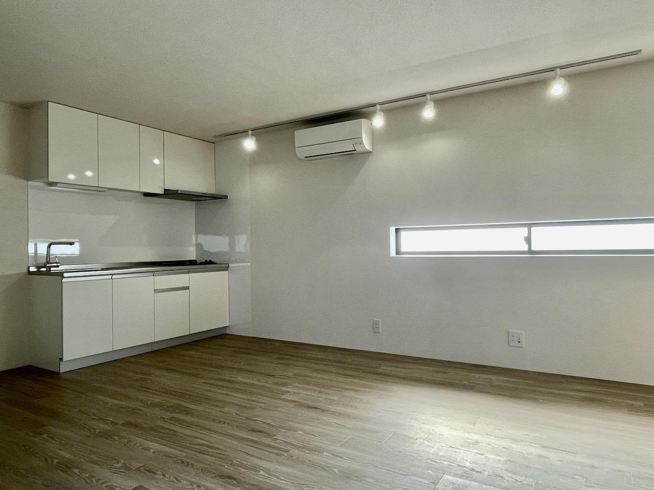 白を基調としたシンプルのキッチン。