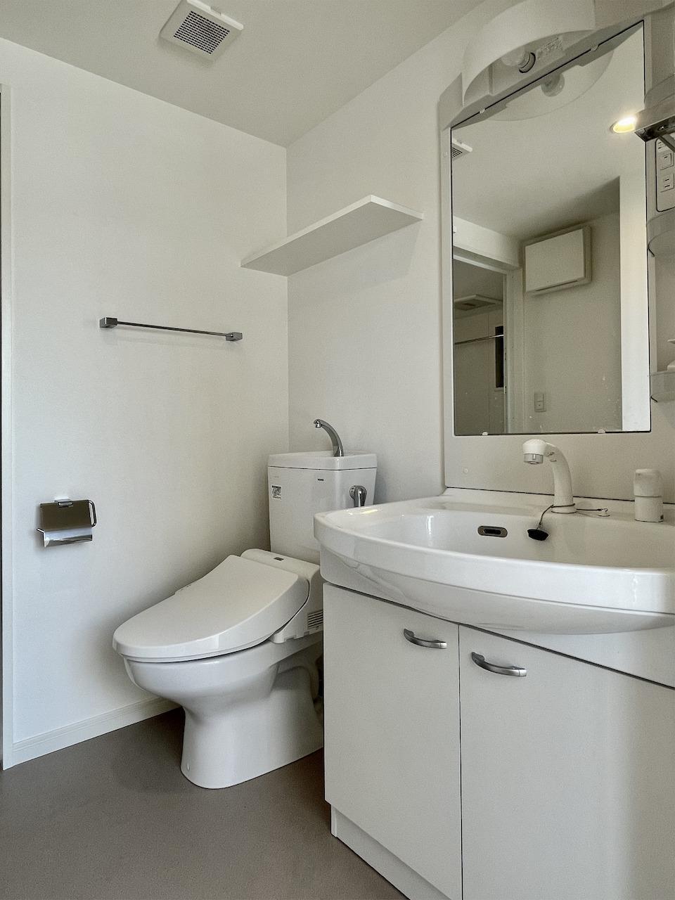 1階トイレ・洗面所。