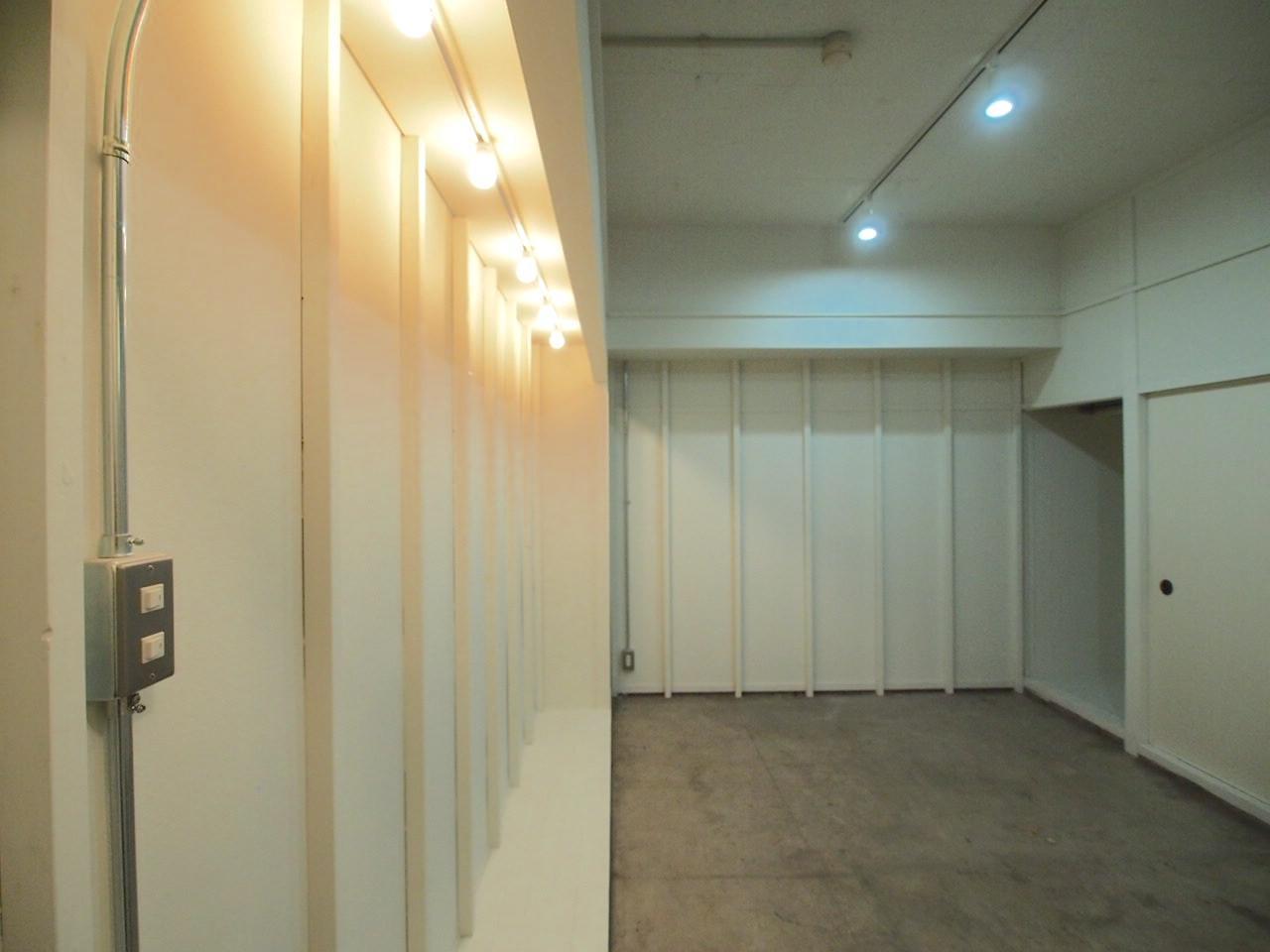 壁面の縦格子部分はカスタマイズ可能。