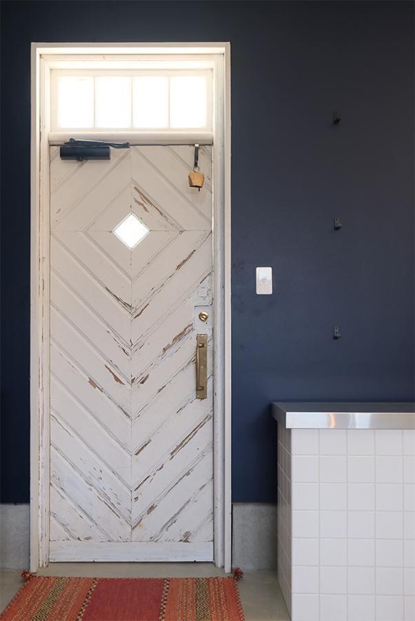 意図してか。扉も北欧ヴィンテージっぽい雰囲気。