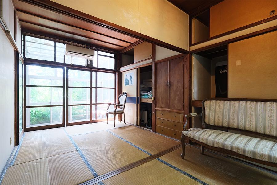 和室。畳の焼けすら味と思えるほど。