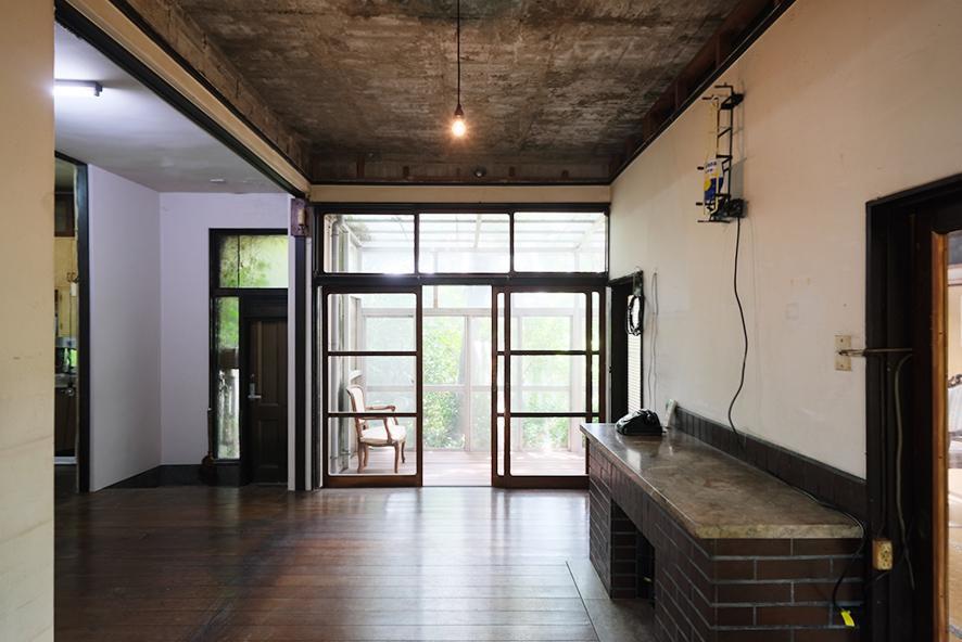 実はRC造の本物件、天井は躯体現しです。雰囲気抜群。