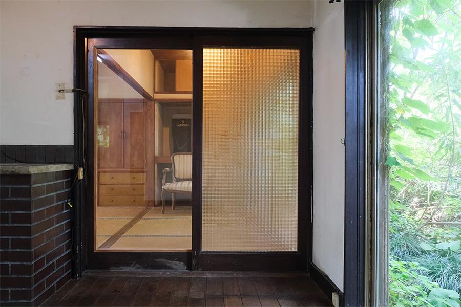 各所建具も良い雰囲気が出ています。ガラス2種を組み合わせ。