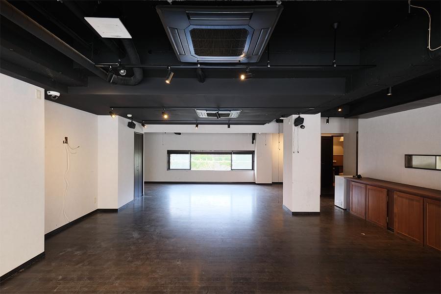 広々としたホール空間。