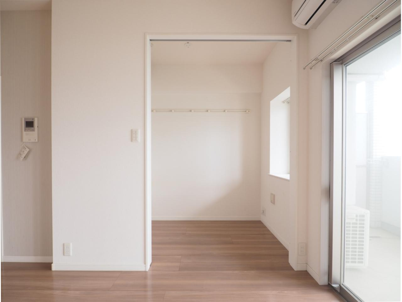 こちらは寝室。区切ることができますね。