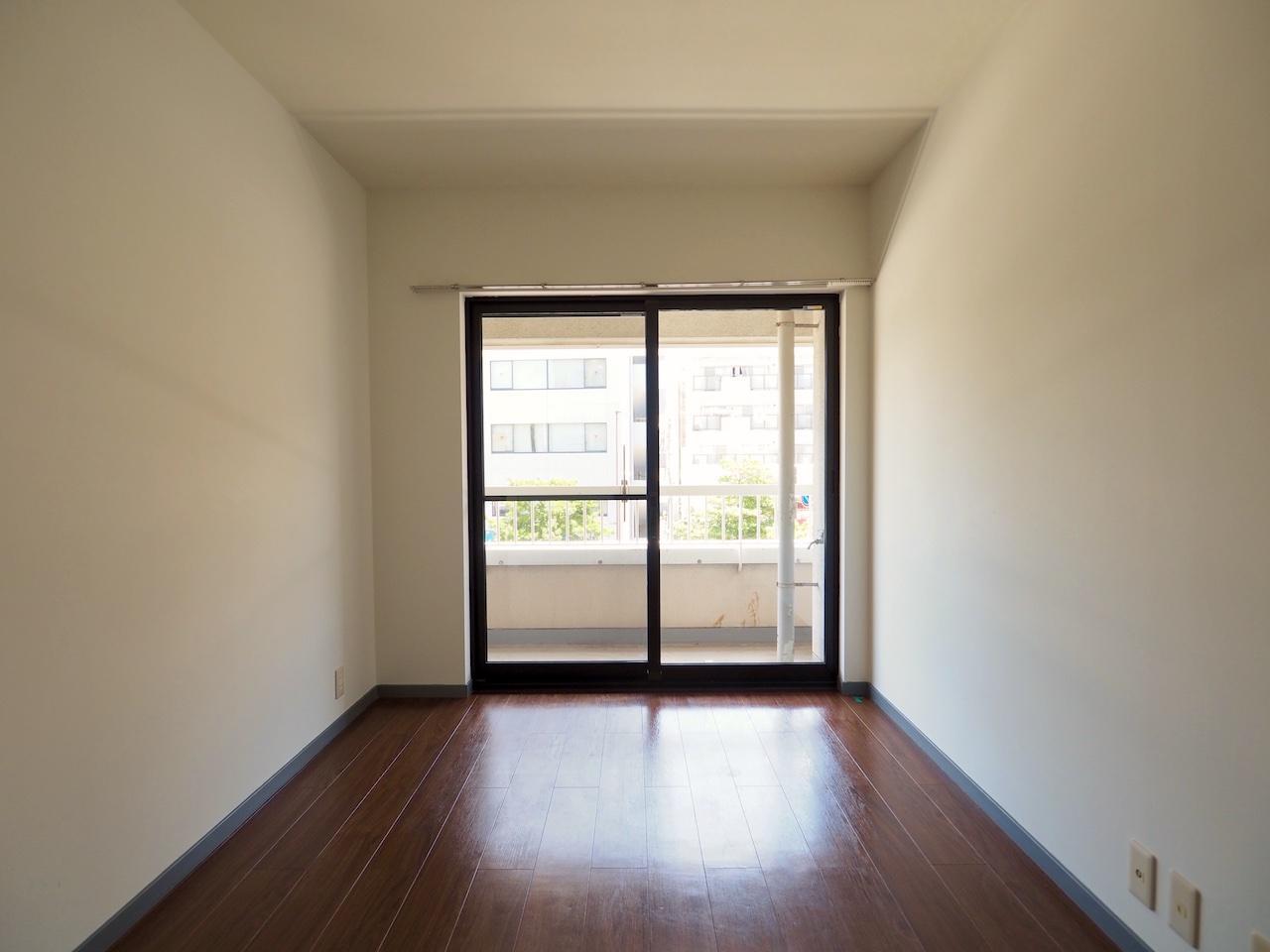 こちらはリビングの奥の部屋。