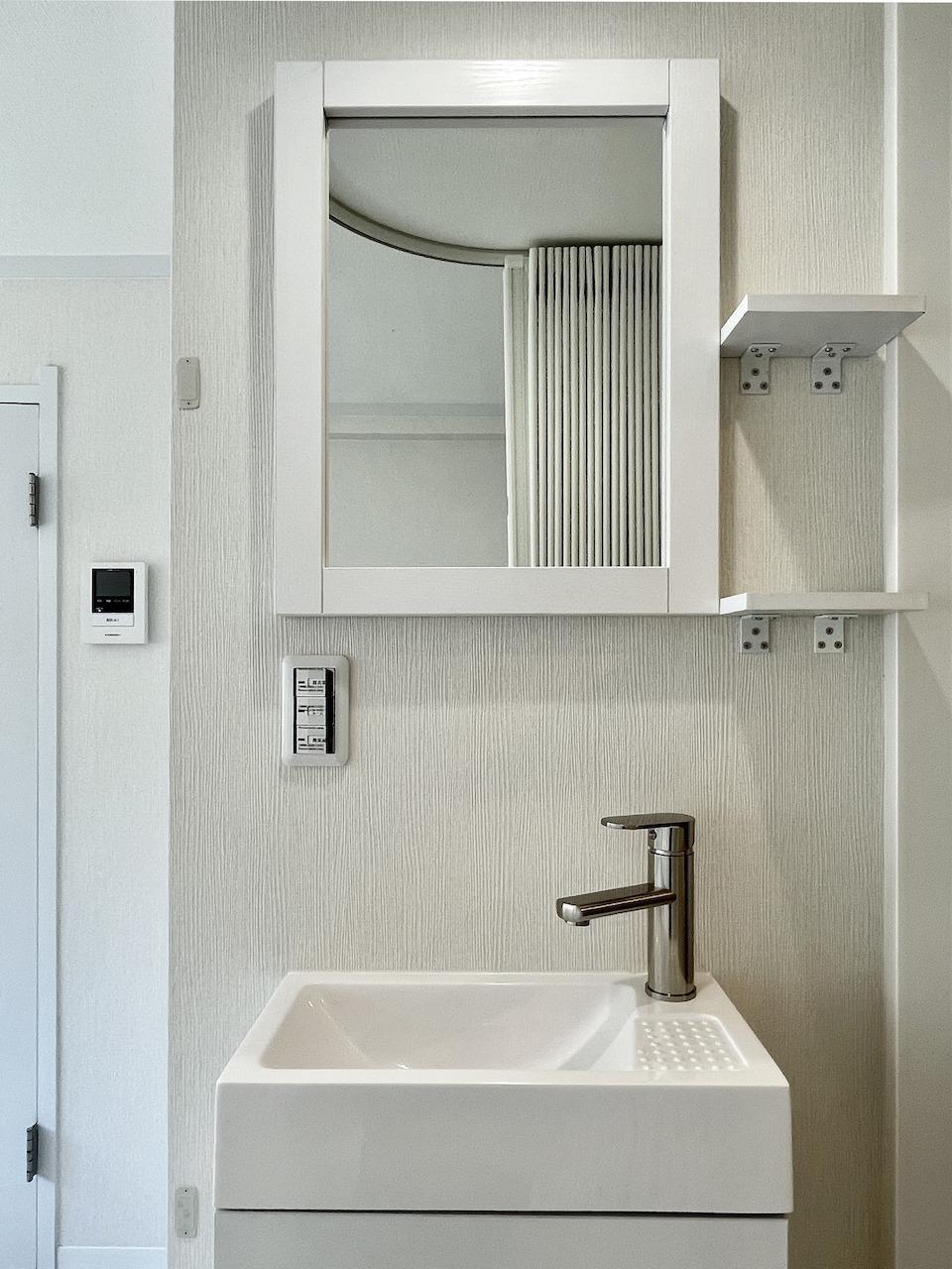 シンプルな洗面所。