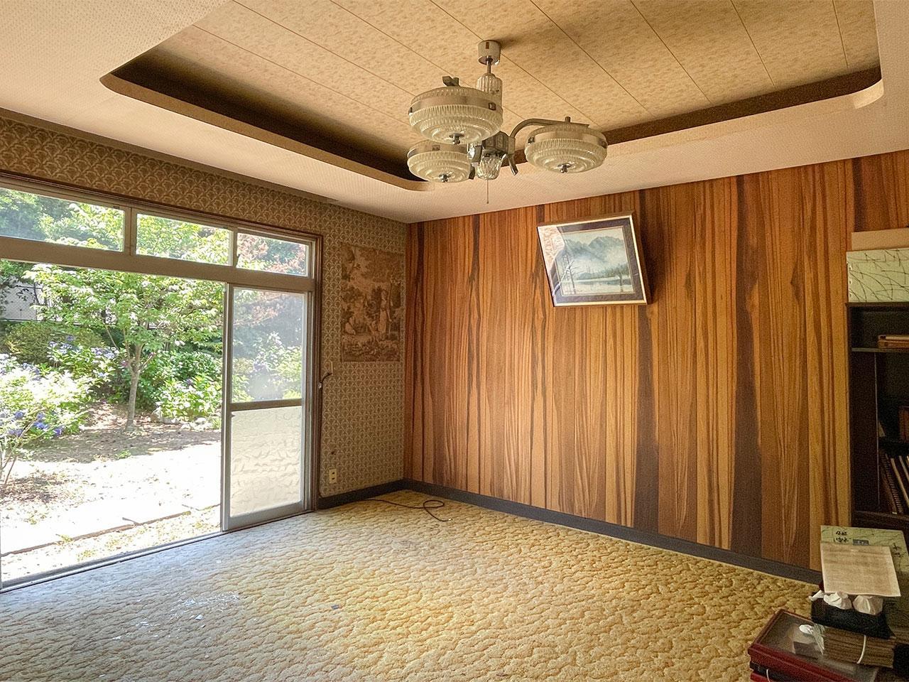 折り上げ天井が可愛い洋室