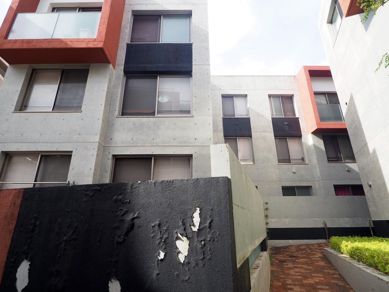 赤黒グレー、コンクリートの芸術。