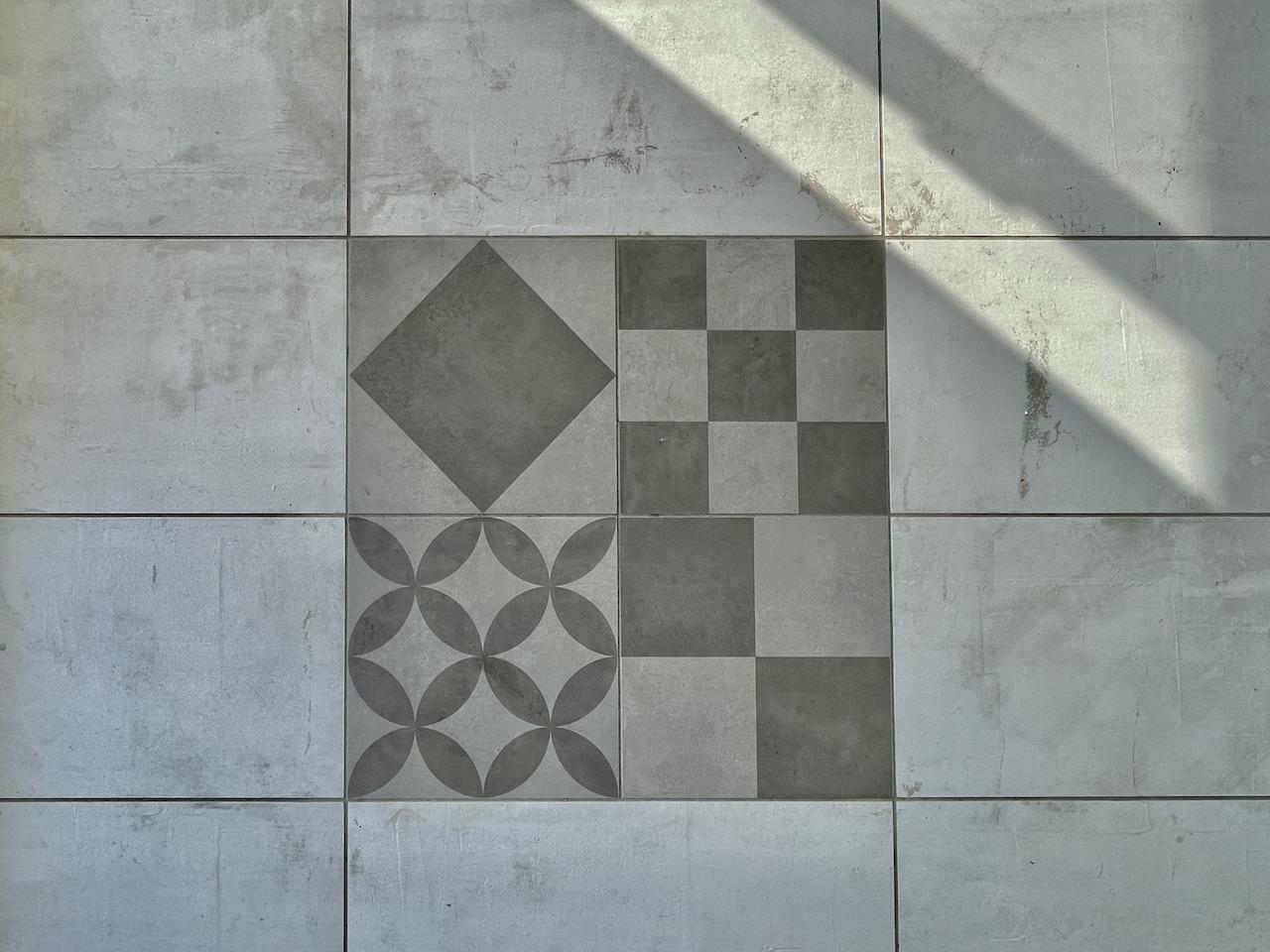 床に一部謎のタイルが。答えは次の写真で。