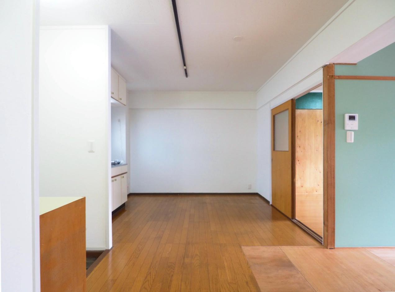キッチン前のスペースも広くダイニングテーブルを置くのも良し