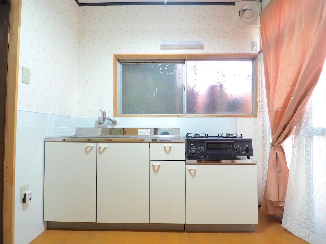 キッチンは綺麗。ガスコンロも完備。