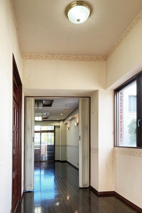 2Fの玄関入ってすぐの写真ですが、天井が高いのは伝わっているでしょうか。