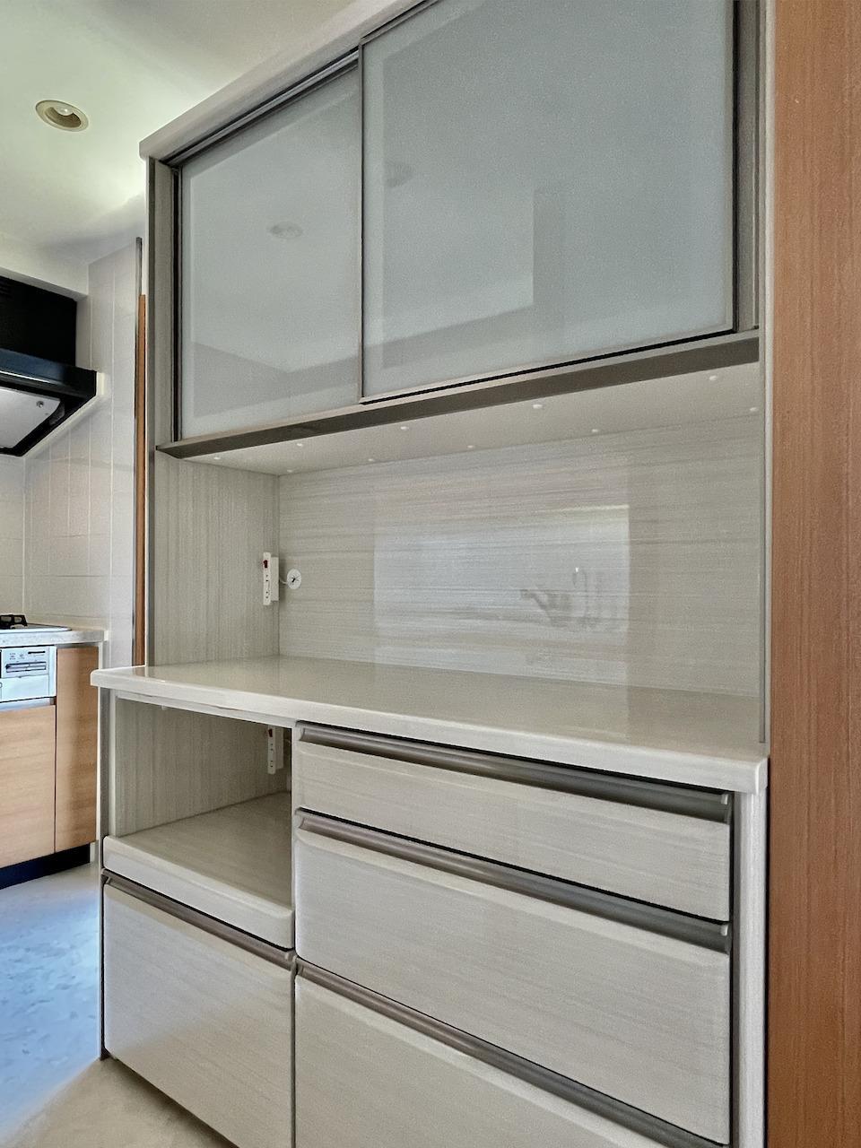 キッチン収納棚付き。