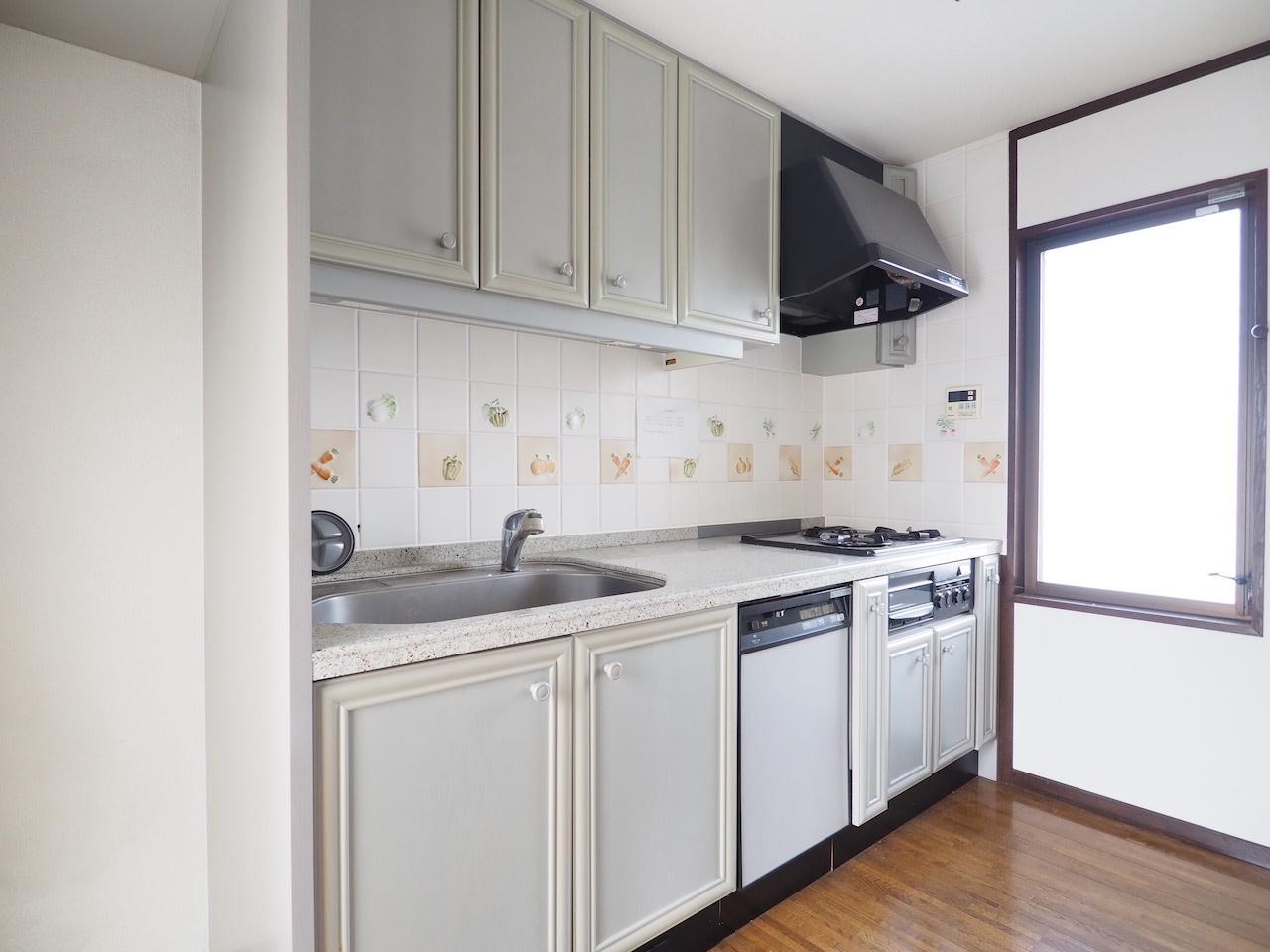 広さのあるキッチン。食洗機付き。