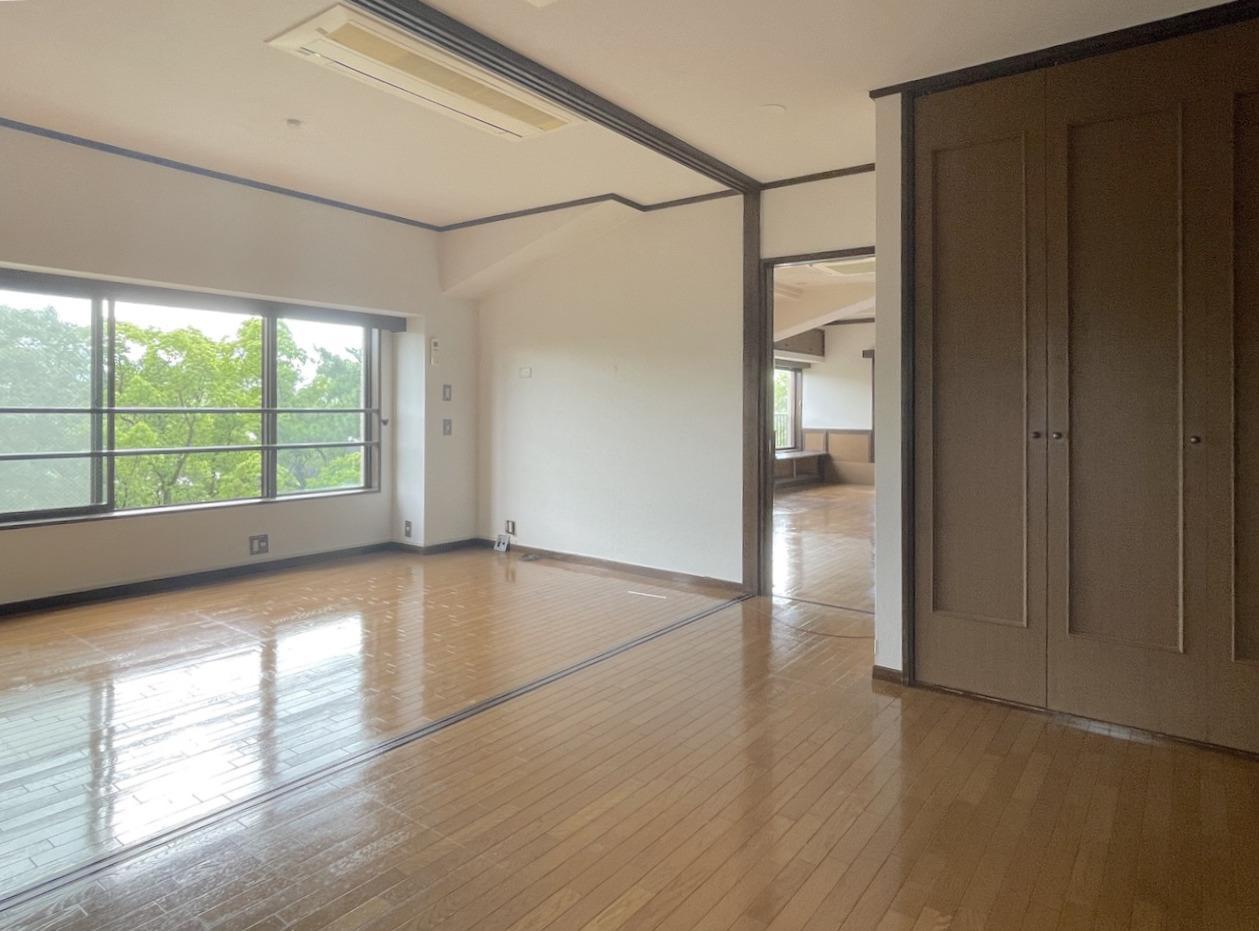 洋室2つは扉を開けて大空間での利用も。