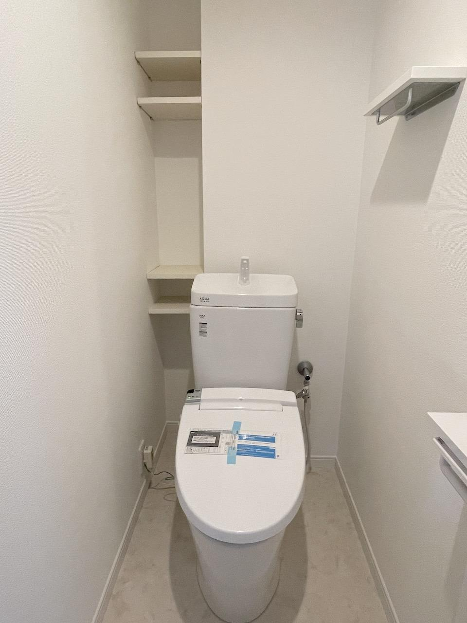 温水洗浄器付き便座。