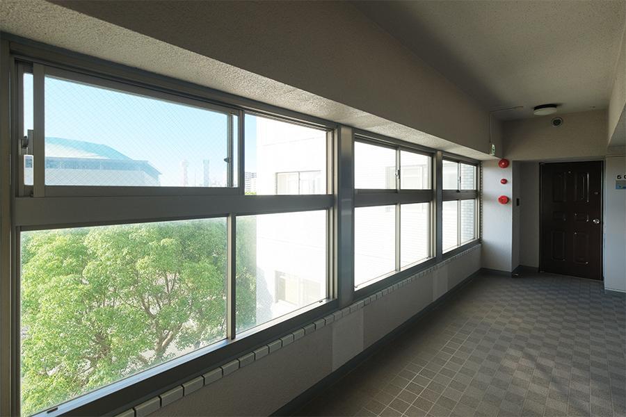 共用部の窓がワイドスパンなのは、個人的にお気に入り。