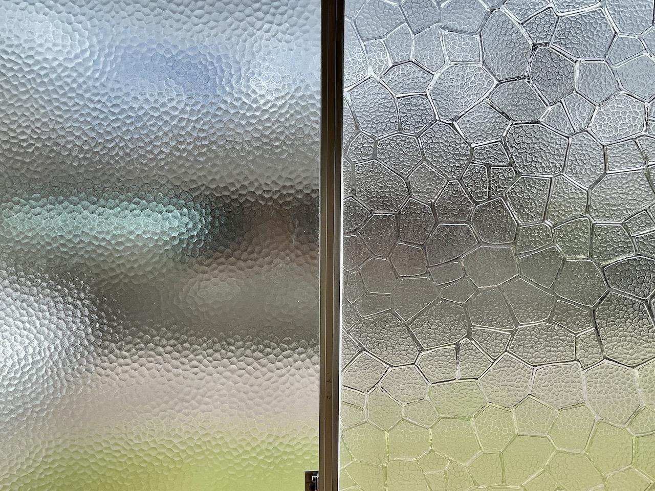 石目ガラスと亀甲ガラスがまた昭和感。