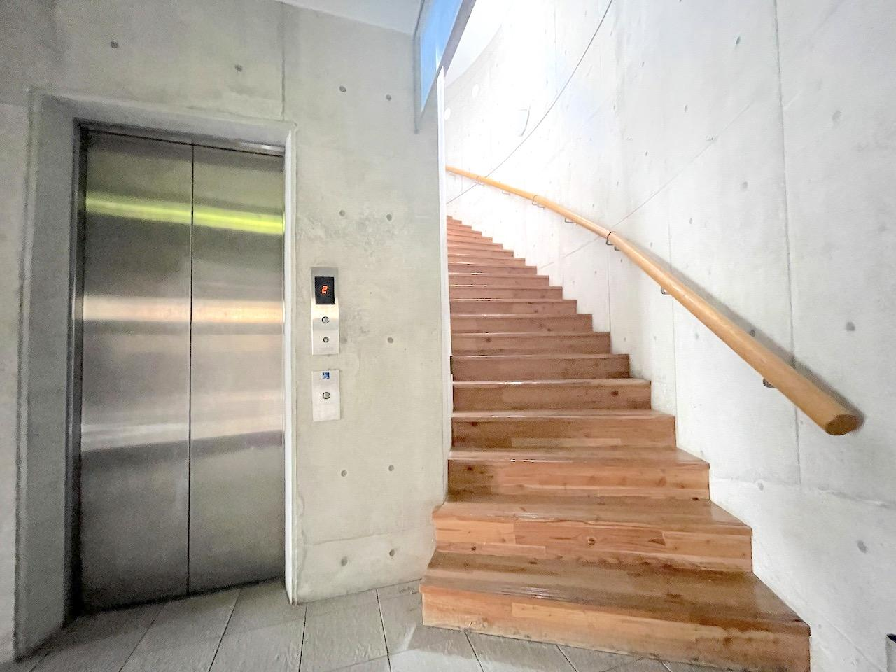 ここから2階へ。