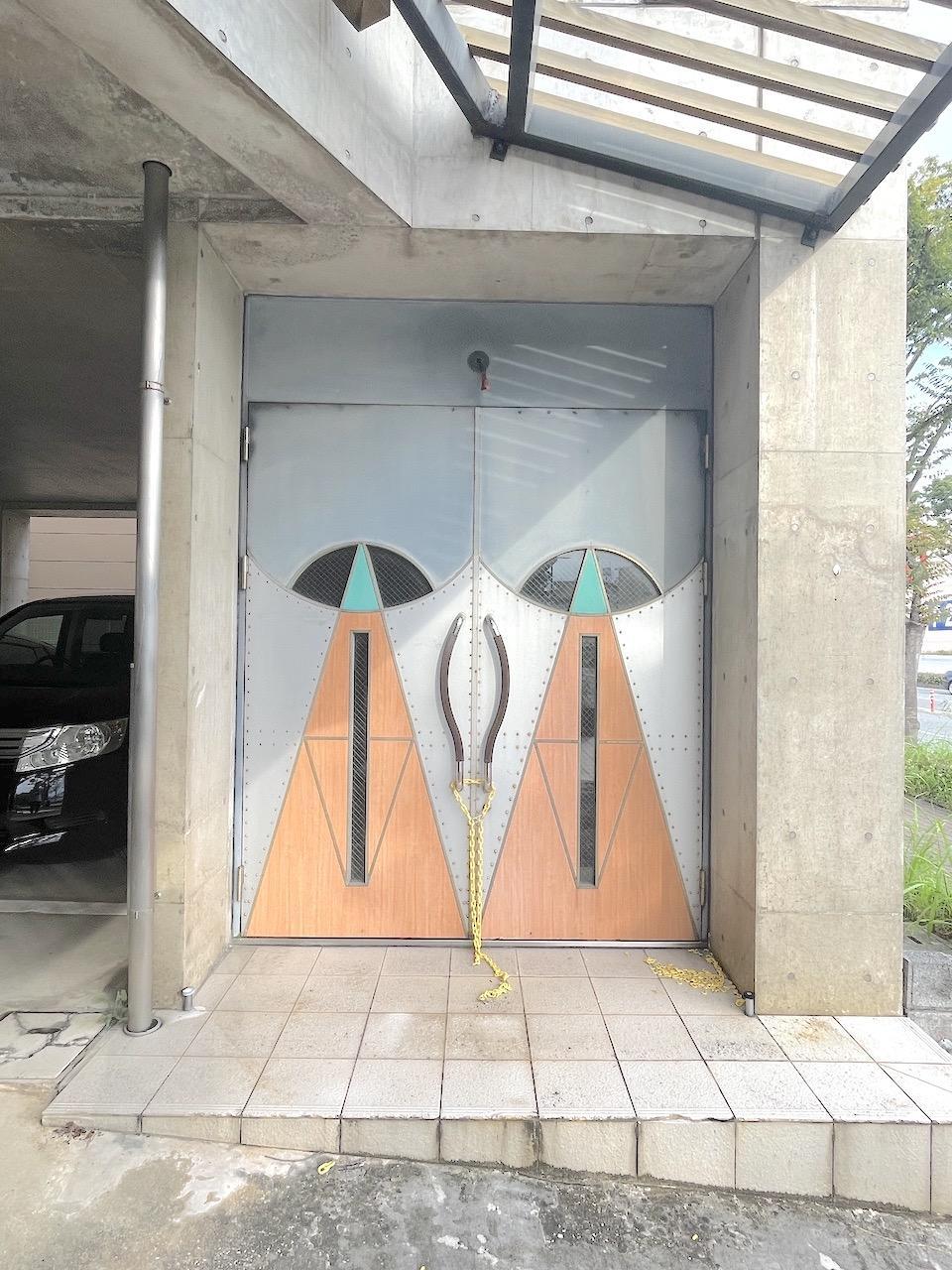 マル棟の入り口。