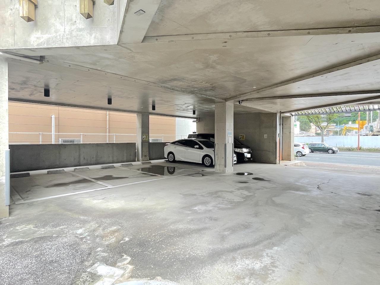 駐車場は5台は収容可能。