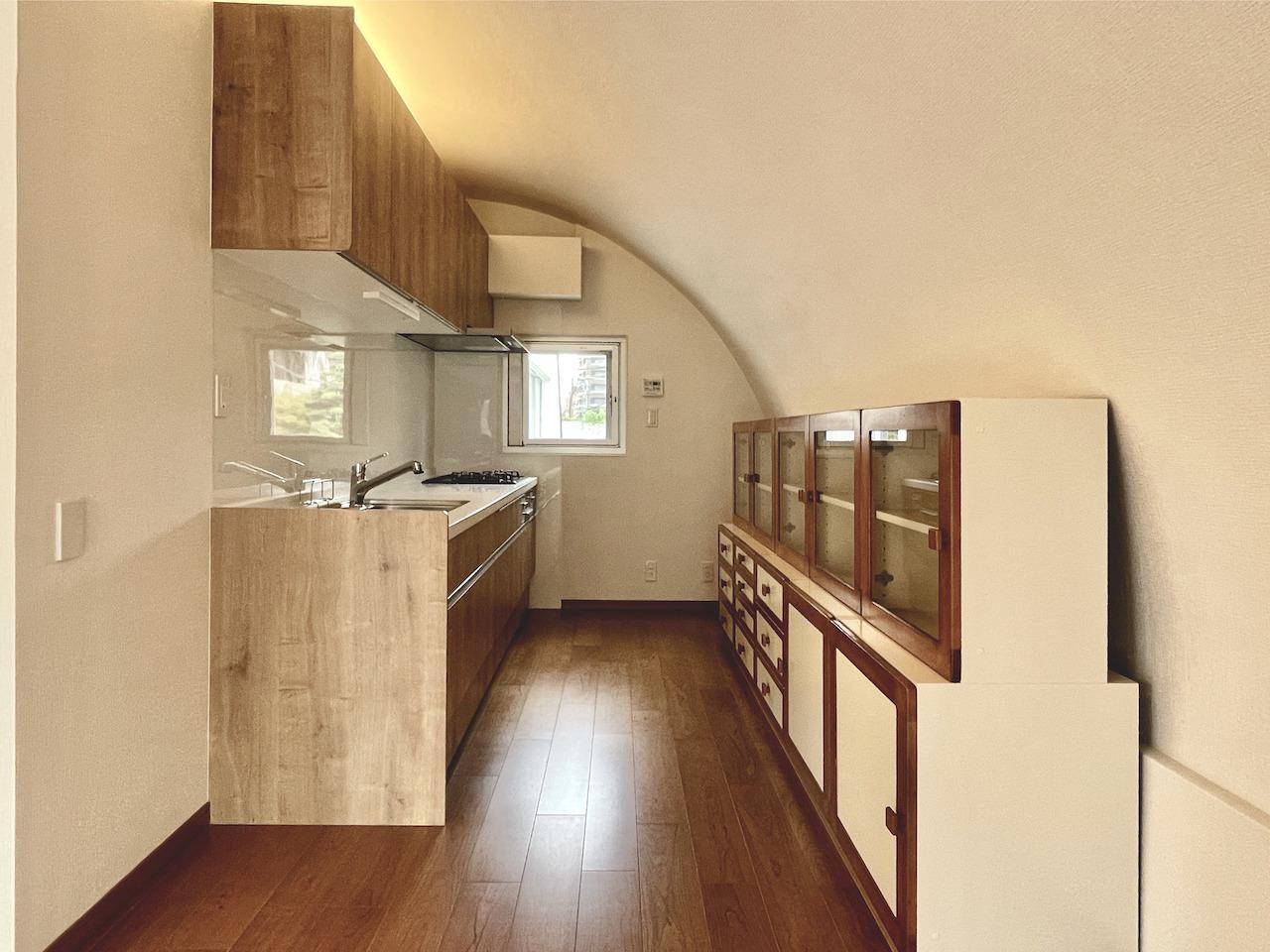 もちろんキッチンの天井もアール。