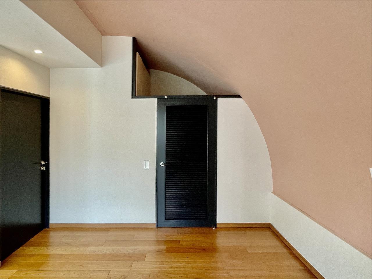洋室1.扉の向こうは。