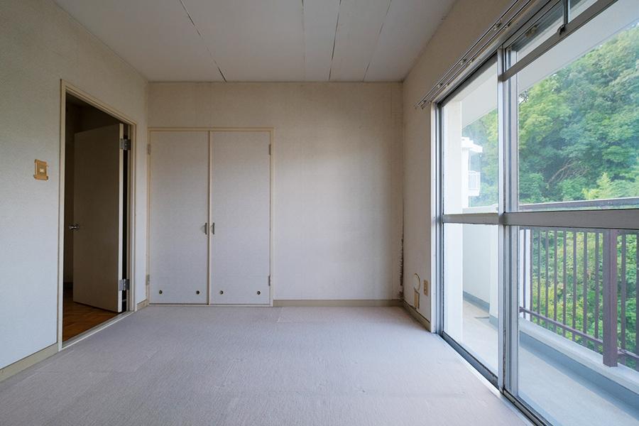 5.5帖の洋室。どこにいてもグリーンが映えるんだよなー。