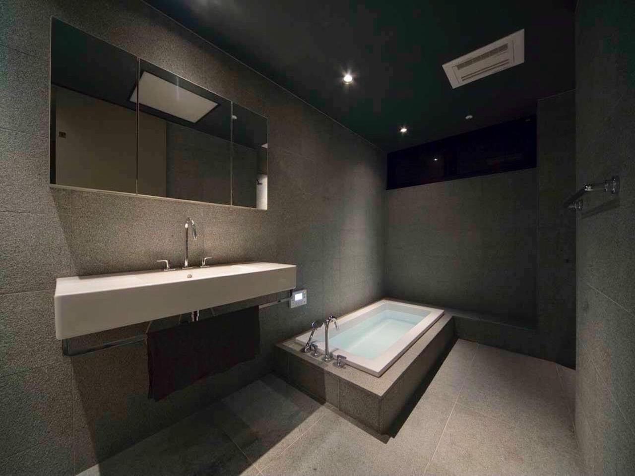 浴室洗面所。無駄のなく洗練されて美しい。
