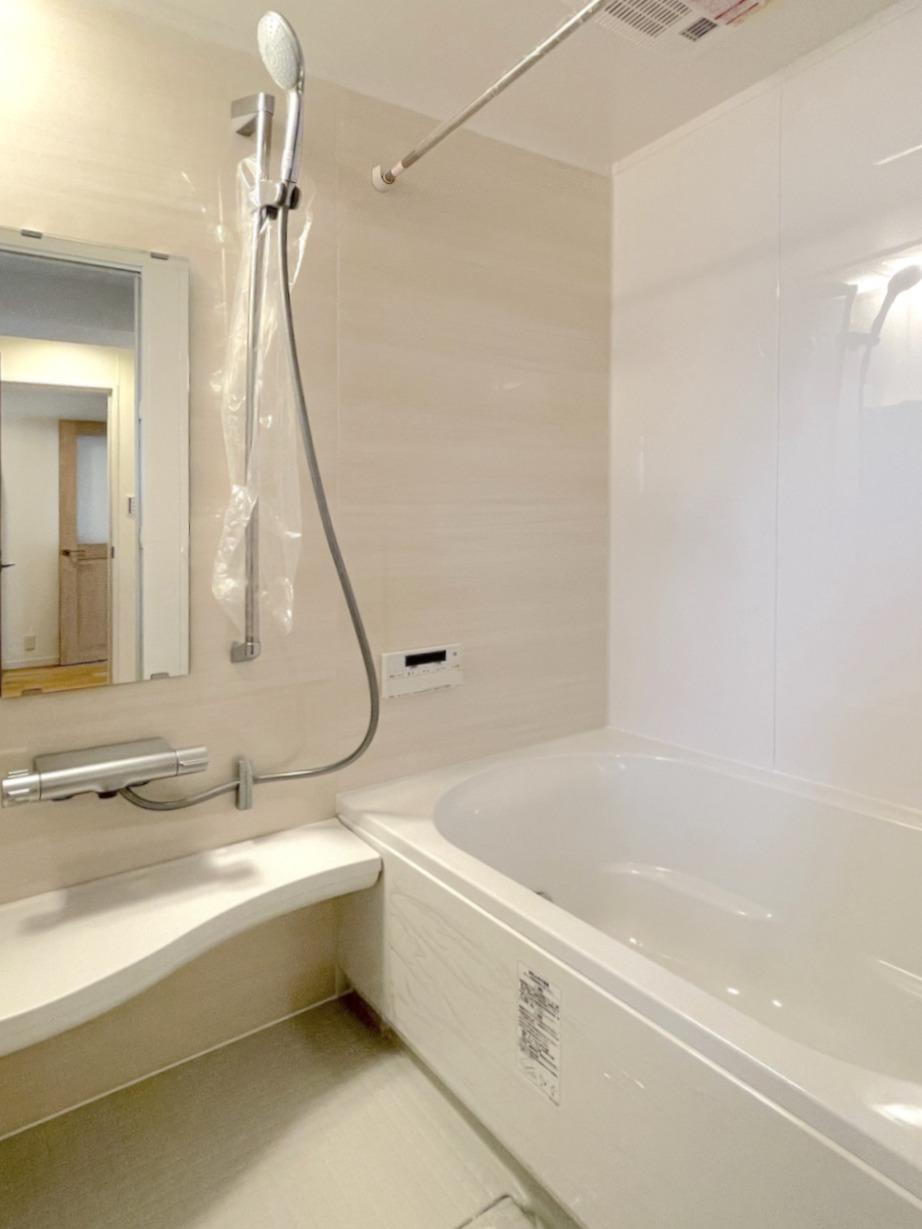 バスルーム。浴室乾燥機付いてます。