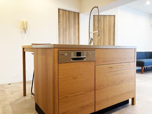 Bosch製食洗機がビルトインされたアイランドキッチン。